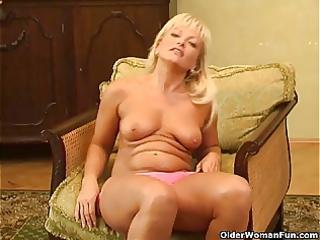 hot mature babe with curvy shape masturbates
