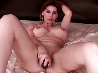 desperate woman has solo orgasm