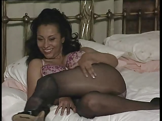 slutty lady upskirt into nylons