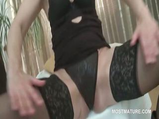 cougar stunner in brief demonstrates hot vagina