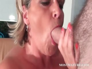mature super woman loves to licks dick
