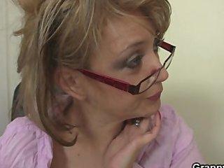 hot bureau fuck with older  bitch