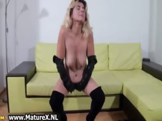 young mom worships hand fucking part6