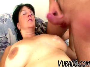 cougar belle copulates with amateur stud !!
