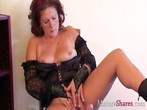 nasty cougar wife dana into solo