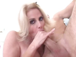 lady craves giant dick