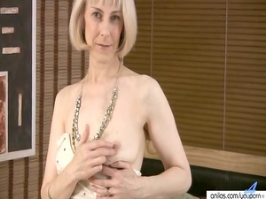 shaggy mature masturbation with beads