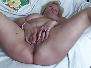 fat cougar fisting and pleasing with herself