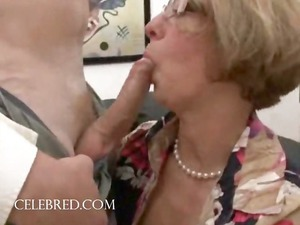 pleasure act with cougar sweetie in glasses