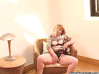 chunky grandma with huge bottom lowers her brown