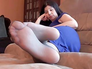 matures pantyhose feet