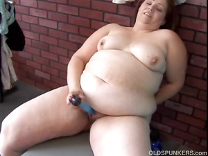 older young bangs her fat pussy