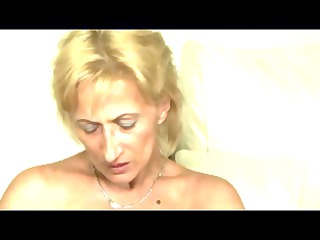 bleached tiny saggy titted cougar milf toys sucks